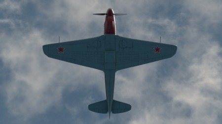 Yak-9下面