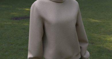 ニットセーターとショートスカート